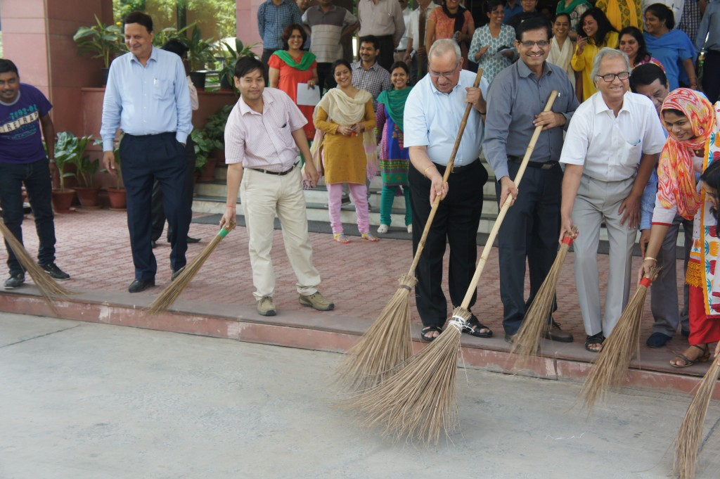 Swach-Bharat-photo-ops